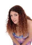 今后弯曲大乳房的妇女 免版税库存图片