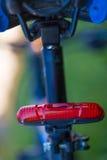后方红色自行车灯 免版税库存照片