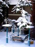 后院包括雪 免版税图库摄影