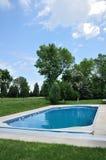 后院地面池游泳 免版税库存图片