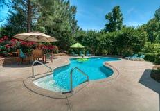 后院游泳池 免版税图库摄影