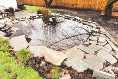 后院石头池塘 库存图片