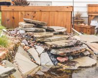 后院石头池塘 免版税图库摄影