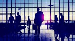 后面升商人旅行的机场乘客概念 库存图片