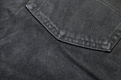 后面口袋黑色牛仔布牛仔裤特写镜头纹理  免版税库存图片