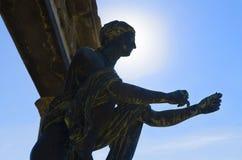 后面点燃了神阿波罗雕象在庞贝城 免版税库存照片