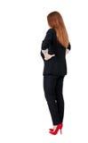 后面看法红头发人女商人冥想 图库摄影