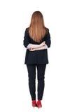 后面看法红头发人女商人冥想 免版税库存图片