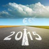今后驾驶在一条空的柏油路到新2015年 库存照片