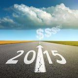 今后驾驶在一条空的柏油路到新2015年 免版税库存图片