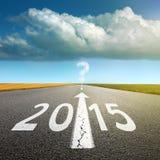 今后驾驶在一条空的柏油路到2015年 免版税图库摄影