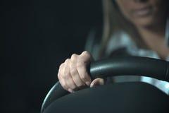 后驾驶在晚上的妇女 免版税库存图片