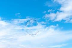 向上漂浮的泡影 免版税库存照片