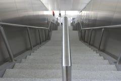 向下楼梯飘渺作用 免版税图库摄影