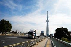 向东京Skytree塔的路,东京-日本 免版税库存图片