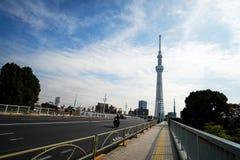 向东京Skytree塔的路,东京-日本 免版税图库摄影