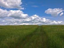 向云彩的道路 库存照片