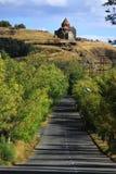 向修道院复杂Sevanavank的路 免版税库存照片