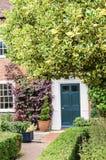 向前门的庭院道路 免版税库存图片