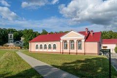 向博物馆庄园伊万・谢尔盖耶维奇・屠格涅夫的道路在俄罗斯的奥勒尔号地区 库存照片