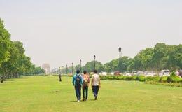 向印度门的路 10 1986 2007 2011全部,因为baha德里房子我开始了印第安已知的莲花母亲新的11月人员服务次大陆寺庙崇拜 图库摄影