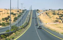 向哈达,迪拜的主要四种方式的高速公路路 免版税图库摄影