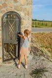 向塔扔石头 Vezhnoe,布雷斯特地区,白俄罗斯 免版税库存图片