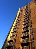 向天空看的公寓 免版税图库摄影