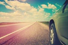 向天际的空的路 风景路线 停止风景的汽车旅行 库存照片