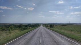 向天际的路,高速公路,旅行 免版税库存图片