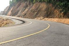 向小山的新的路 免版税库存照片