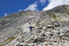向山峰的路 图库摄影