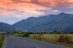 向山的晚上路 库存图片