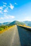 向山的漫长的路 免版税库存图片