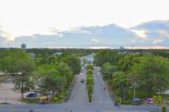 向山的路在泰国 库存图片
