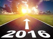 向新的肯定2016年和日出的路 免版税库存图片