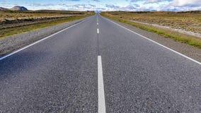 向无限的路,七个湖,阿根廷 库存图片