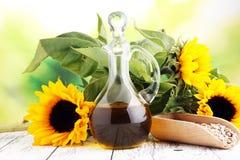 向日葵油、向日葵和种子在白色背景 图库摄影