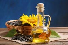 向日葵油、种子和向日葵 免版税图库摄影