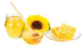 向日葵用在白色背景隔绝的蜂蜜 蜂蜜玻璃银行  图库摄影