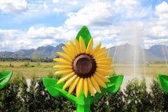 向日葵雕象在蓝天下 图库摄影