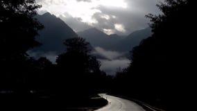 向有薄雾的路无处 影视素材