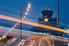 向机场的路 免版税库存照片