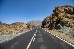 向泰德峰火山的路在特内里费岛,加那利群岛 免版税图库摄影