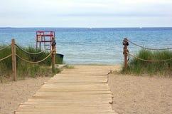 向海海滩的路 免版税库存图片