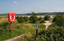 向海滩的一条道路,在英国海岸 免版税图库摄影