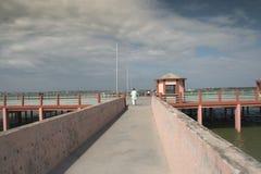 向湖视图taal gorakhpur的ramgarh的道路 库存照片