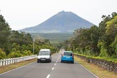 向火山, Pico海岛,亚速尔群岛的路 免版税库存照片