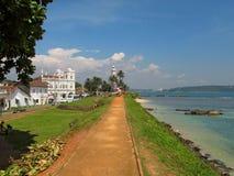 向灯塔的路在堡垒加勒,斯里兰卡 免版税库存图片