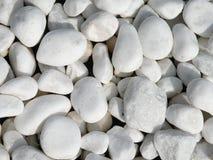 向白色扔石头 免版税图库摄影